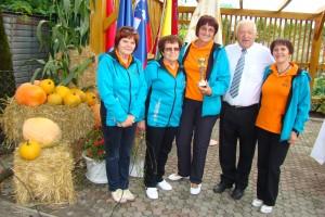 Marija, Biserka, Milka, predsednik DU Šentjernej in Anica